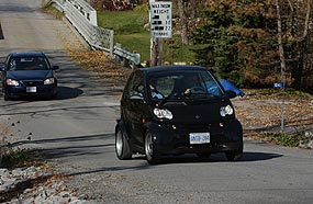 An AJAC journalist tests the Smart fortwo on the team test route