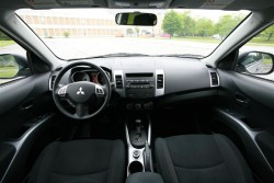 Day by Day Review: 2007 Mitsubishi Outlander mitsubishi daily car reviews