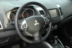 First Drive: 2007 Mitsubishi Outlander  mitsubishi first drives