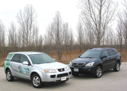 2007 Saturn Vue Green Line (left) and 2007 Lexus RX400h
