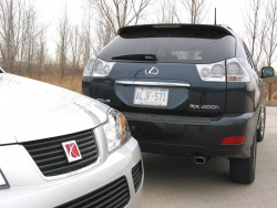2007 Saturn Vue Green Line (left) and 2007 Lexus RX400h