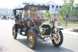 1910 Mitchell Model T, owned by Tom and Fran Wozniak of Bohemia, NY; the cars were made in Racine, WI