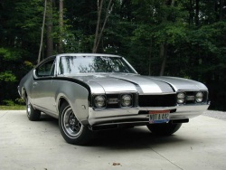 1968 Hurst Olds; photo courtesy HurstOlds.com and Bob Thomsen