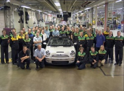 The last of the current-generation Mini convertibles has rolled off the line in Oxford, England.