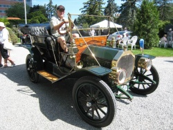 Neil Butters of Cobourg Ont with his 1910 Model 8, one of two known to exist and both were at the show