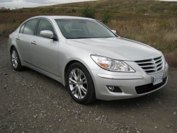 2009 Hyundai Genesis - photo by Jil McIntosh