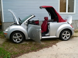 2009 Volkswagen New Beetle Convertible, Silver-Red Edition