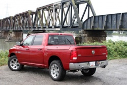 2009 Dodge Ram 1500 Crew Cab Laramie 4x4: Real truck buyers give their opinions car comparisons