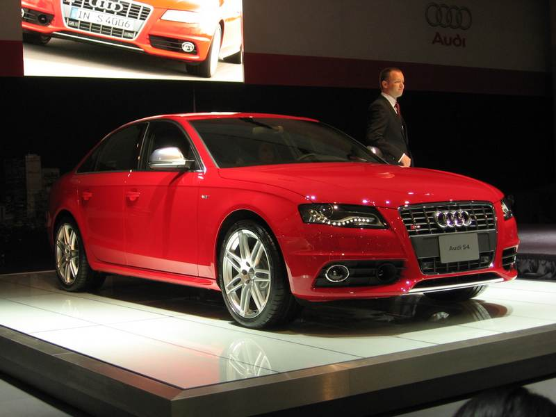 February 12, 2009: The new high-performance Audi S4 and S4 Avant (wagon)