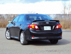 used vehicle review toyota corolla 2009 2012. Black Bedroom Furniture Sets. Home Design Ideas