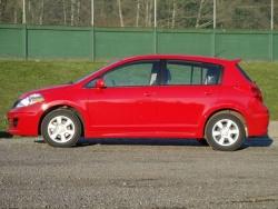 2010 Nissan Versa hatchback 1.8 SL