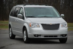 Made in Canada: 2010 Chrysler Town & Country car test drives made in canada auto articles car comparisons chrysler