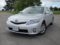Test Drive: 2011 Toyota Camry Hybrid greenreviews