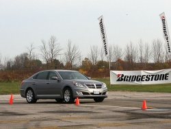 Hyundai Equus on the test track at TestFest