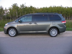 Test Drive: 2011 Toyota Sienna LE AWD toyota car test drives
