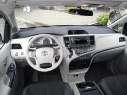 2011 Toyota Sienna SE V6