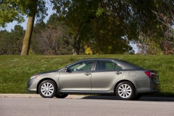 Test Drive: 2012 Toyota Camry XLE 4 cylinder reviews