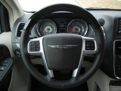 Test Drive: 2012 Chrysler Town & Country chrysler