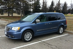 Test Drive: 2012 Chrysler Town & Country car test drives reviews chrysler