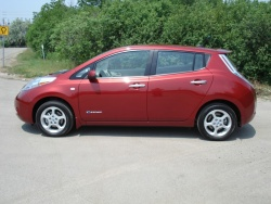 Test Drive: 2012 Nissan Leaf SL car test drives reviews nissan green scene
