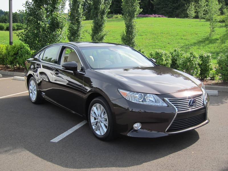 http://www.autos.ca/galleries/2013/images/lexus/2013_lexus_es/2013_lexus_es_pw-001-834.jpg