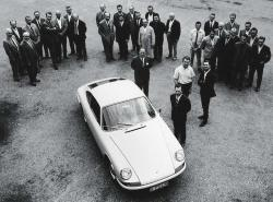 Porsche 901 with engineering team