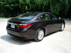 Quick Spin: 2013 Lexus ES 300h greenreviews