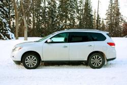 Comparison Test: Large SUVs – Highlander vs Pathfinder vs Traverse toyota reviews nissan car comparisons chevrolet