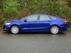 Test Drive: 2013 Ford Fusion Hybrid SE car test drives hybrids ford