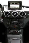 2014 Mercedes-Benz B 250 centre stack