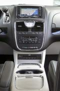 2014 Chrysler Town & Country centre stack