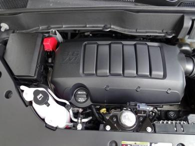 2014 Chevrolet Traverse LT AWD engine bay