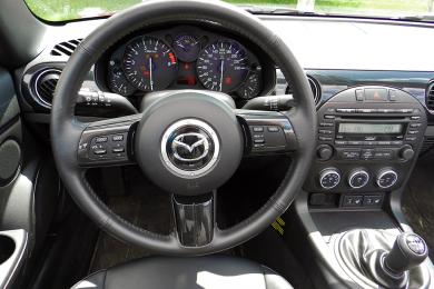 2014 Mazda MX-5 GT steering wheel
