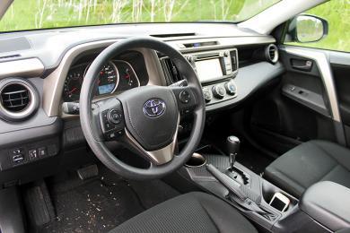 2014 Toyota RAV4 FWD LE dashboard