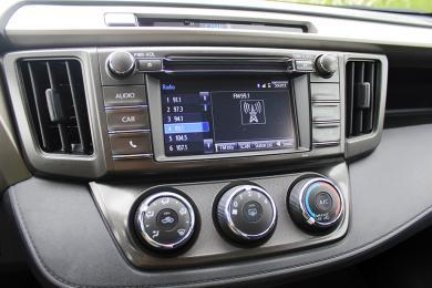2014 Toyota RAV4 FWD LE centre stack