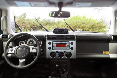 2014 Toyota FJ Cruiser Trail Teams Edition dashboard
