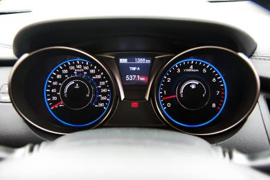 2014 Hyundai Genesis Coupe 3.8 GT gauges