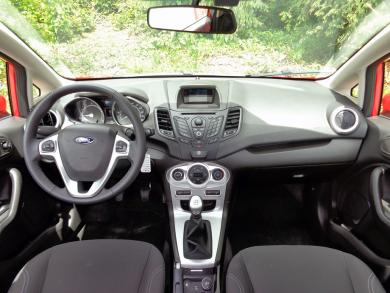 2015 Ford Fiesta SE Hatchback dashboard