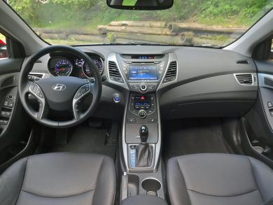 2014 Hyundai Elantra Limited dashboard