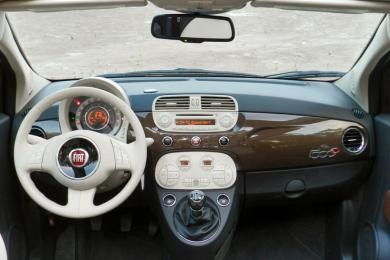 2014 Fiat 500c Lounge dashboard