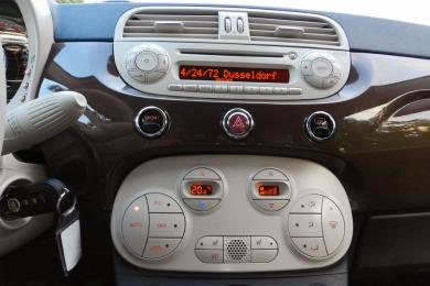 2014 Fiat 500c Lounge centre stack