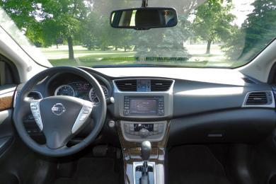 2014 Nissan Sentra SL dashboard