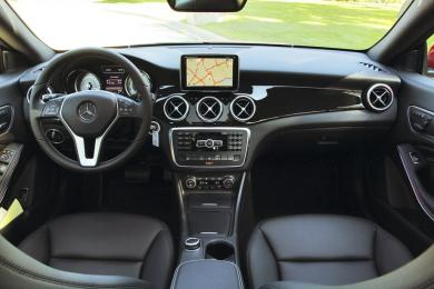 2014 Mercedes-Benz CLA 250 4MATIC Coupe dashboard