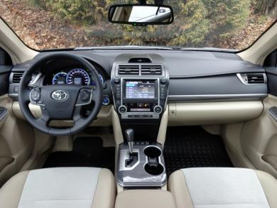 Comparison Test: 2014 Honda Accord Hybrid vs 2014 Toyota Camry Hybrid toyota hybrids honda greenreviews car comparisons