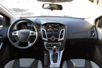 2014 Ford Focus SE dashboard