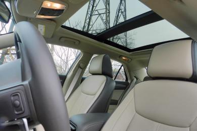 2014 Chrysler 300C Luxury Series AWD sunroof