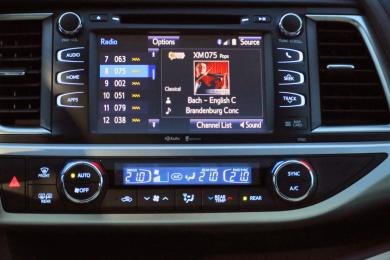 2014 Toyota Highlander Hybrid XLE AWD centre stack