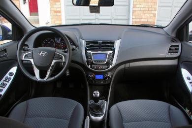 2014 Hyundai Accent dashboard