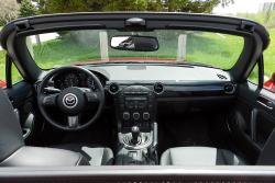 2014 Mazda MX-5 GT dashboard