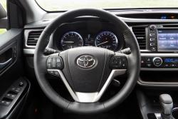 2014 Toyota Highlander Limited steering wheel